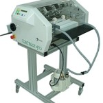 Stroj na perforovanie, ryhovanie, vŕtanie, lepenie a balenie